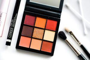 Paletka 9 tenej Huda Beauty Obsessions Palette Warm Brown 2
